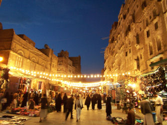Night_street_in_sanaa