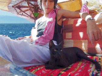 T_and_black_cat