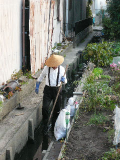 Ditch_cleaning